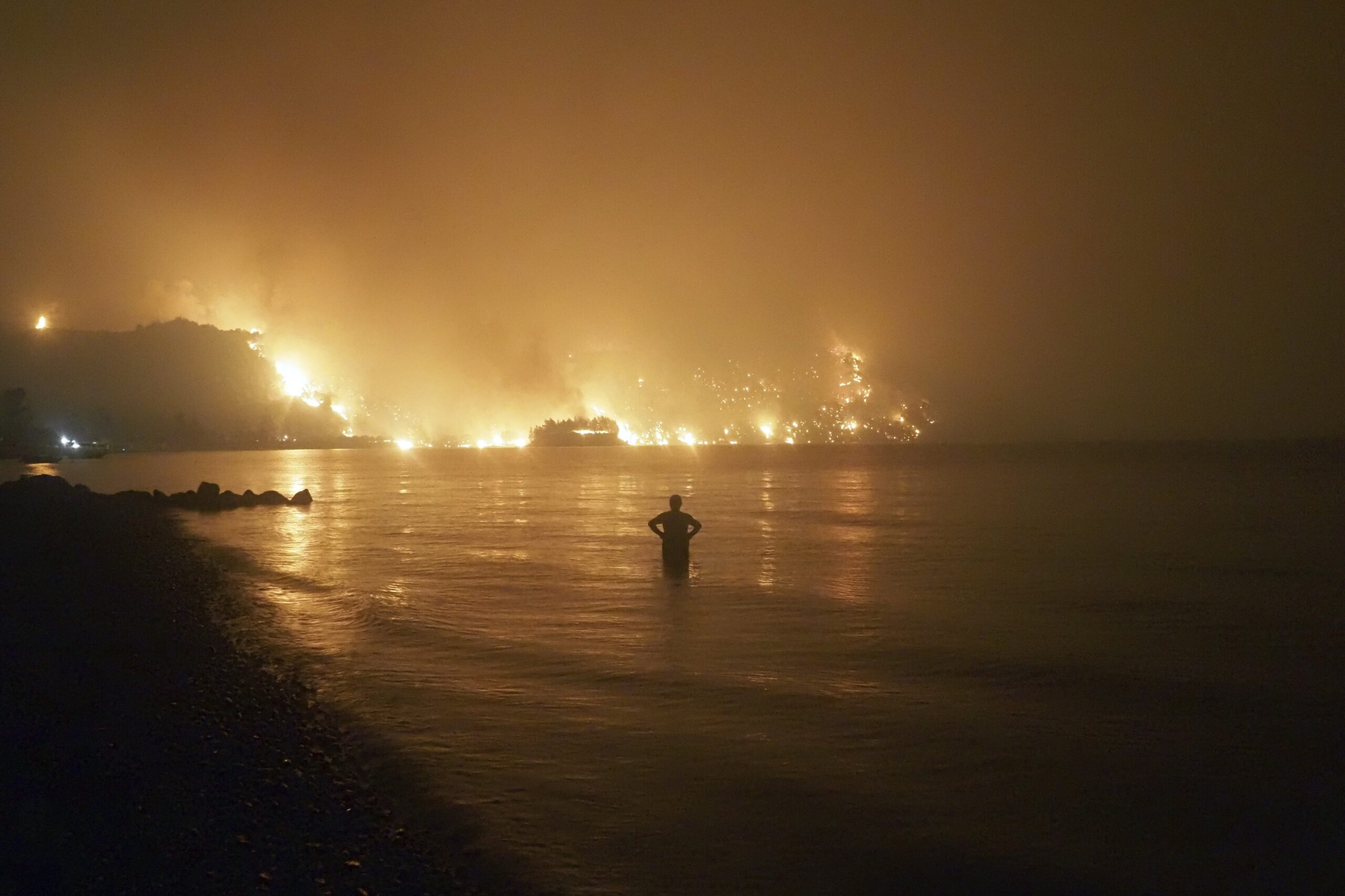 fires-rampage-through-forests-in-greece;-thousands-evacuated