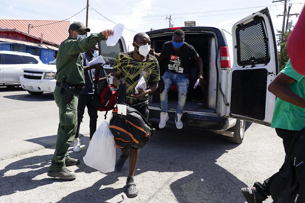 dhs-says-1,401-migrants-removed-to-haiti,-less-than-5,000-remain-in-del-rio