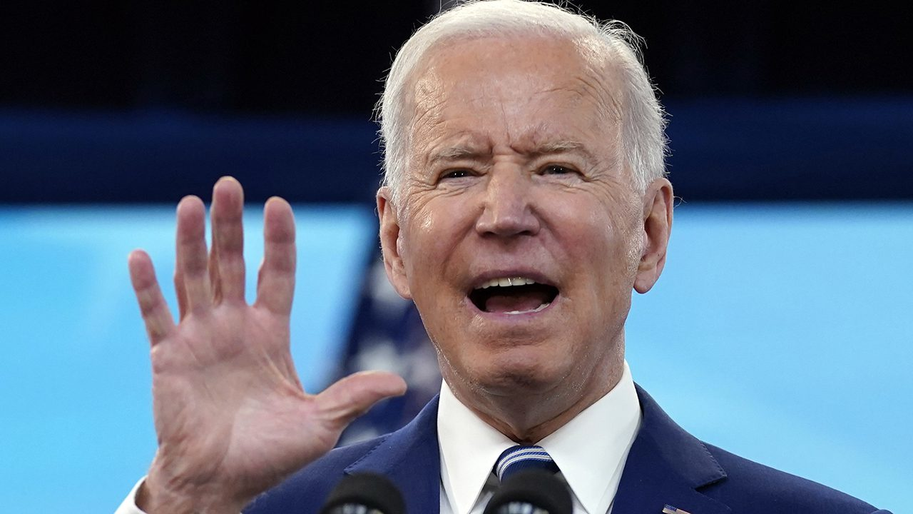 border-patrol-stunned-as-biden-goes-to-war-with-his-own-agents-over-false-'whipping'-allegations