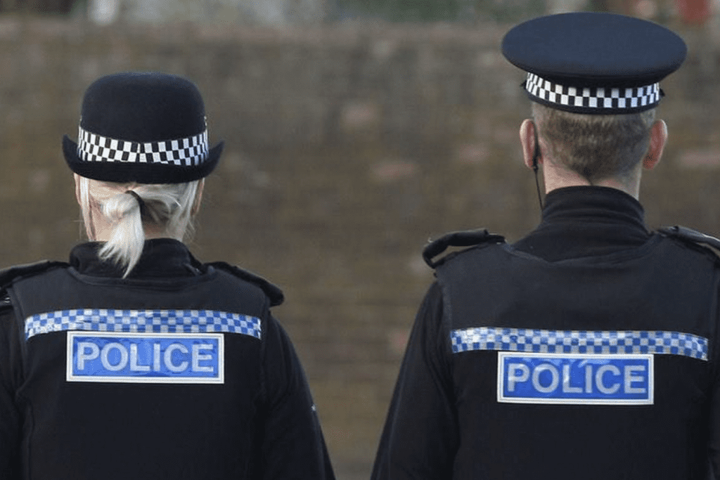 """""""dial-999""""-if-you're-""""really-concerned""""-about-a-police-officer,-says-former-scotland-yard-senior-officer"""