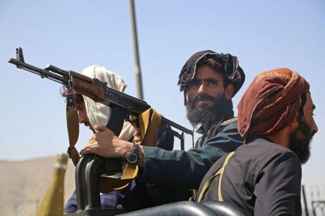 taliban-gehen-nach-anschlag-vor-moschee-gegen-islamischen-staat-vor
