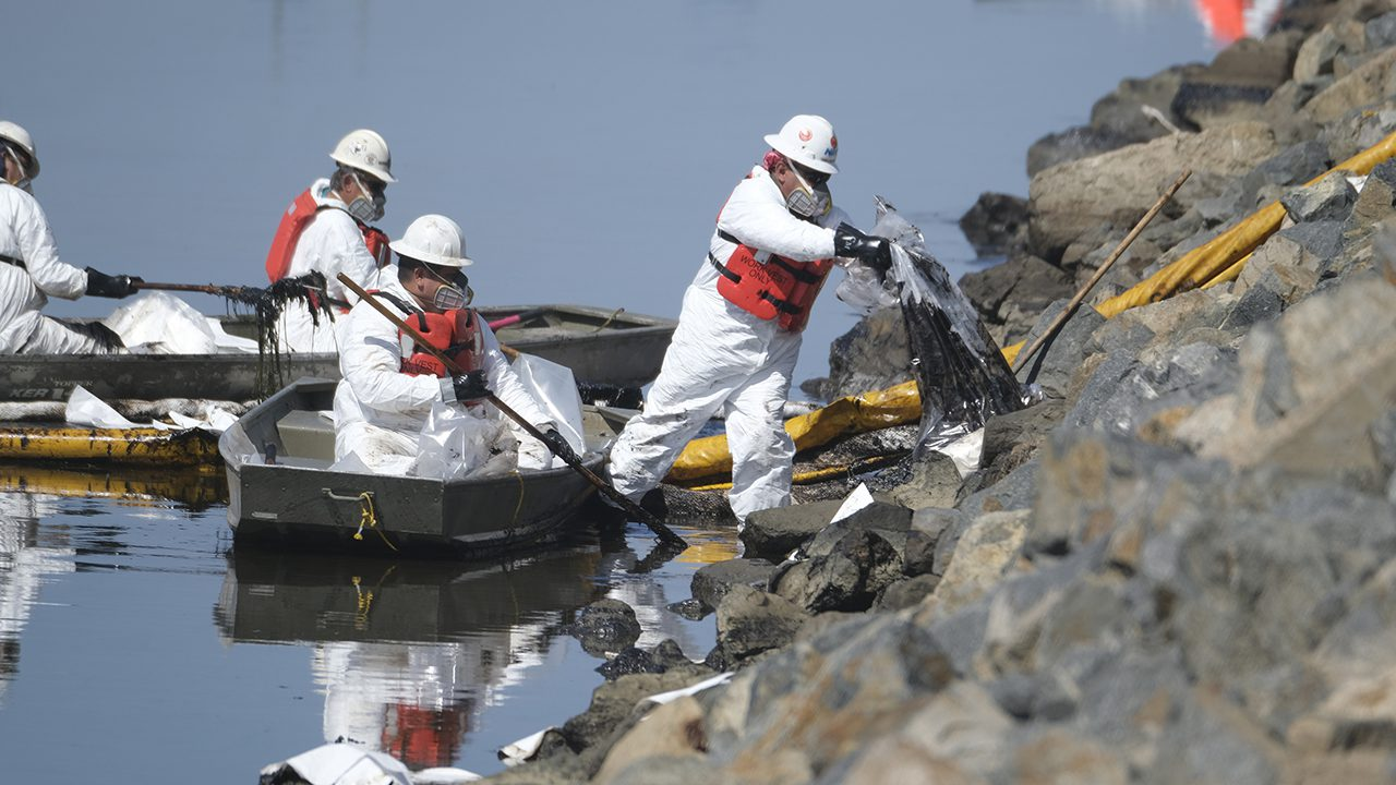 california-oil-spill-causes-residents-to-question-authorities'-response-time