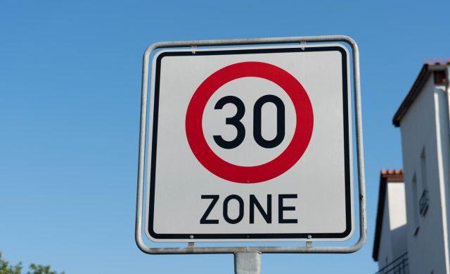eu-parlament-fordert-null-promille-am-steuer-und-mehr-tempo-30-zonen