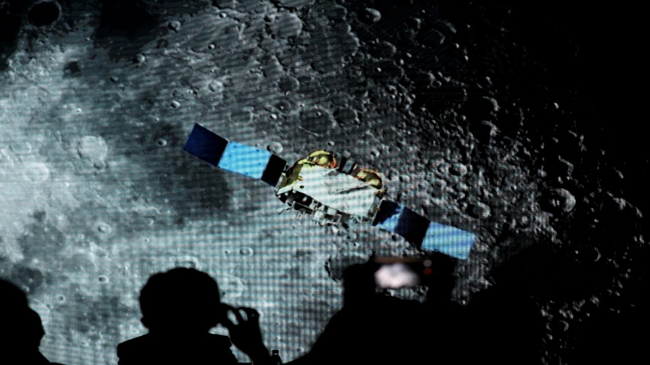 china's-lunar-rock-samples-show-lava-flowed-on-moon-2b-years-ago:-researchers
