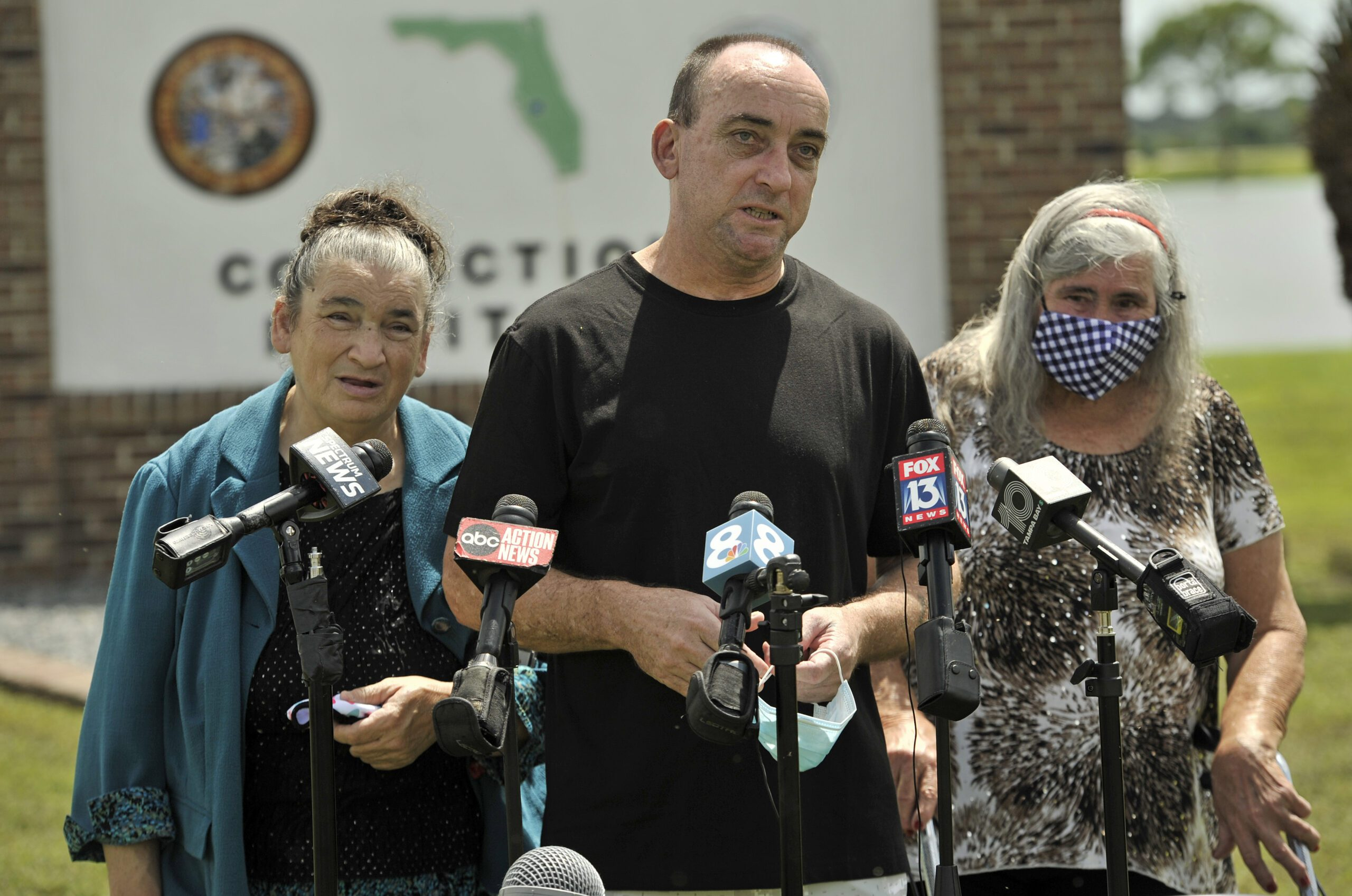 florida-man-exonerated-after-37-years-in-prison-sues-tampa,-retired-police-over-wrongful-conviction