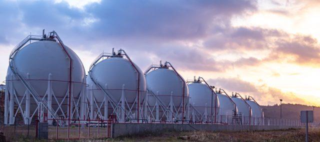 hohe-nachfrage-und-leere-speicher:-warum-die-gaspreise-steigen-und-steigen