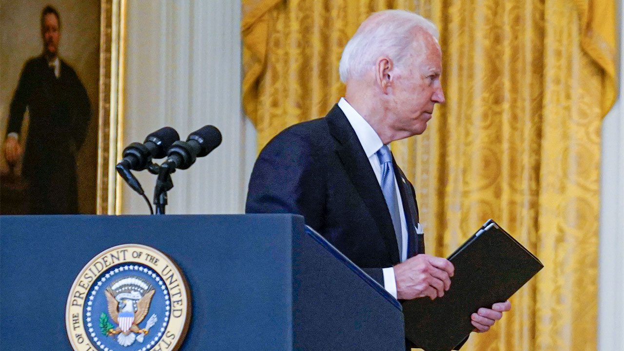 biden-administration-struggles-with-cascading-crises-and-controversies,-from-border-to-supply-chain-and-more