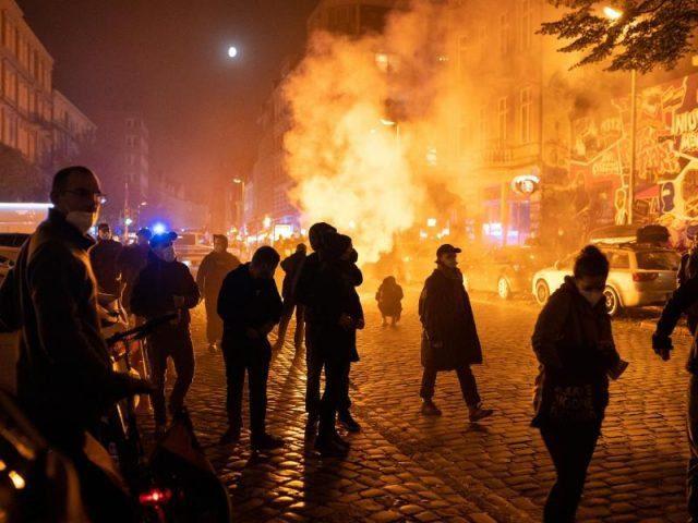 gewaltbeladene-demo-gegen-raeumung-von-wagencamp-in-berlin
