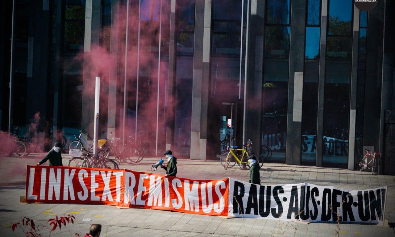 patriotische-spruchband-aktion-gegen-linksextreme-an-universitaet