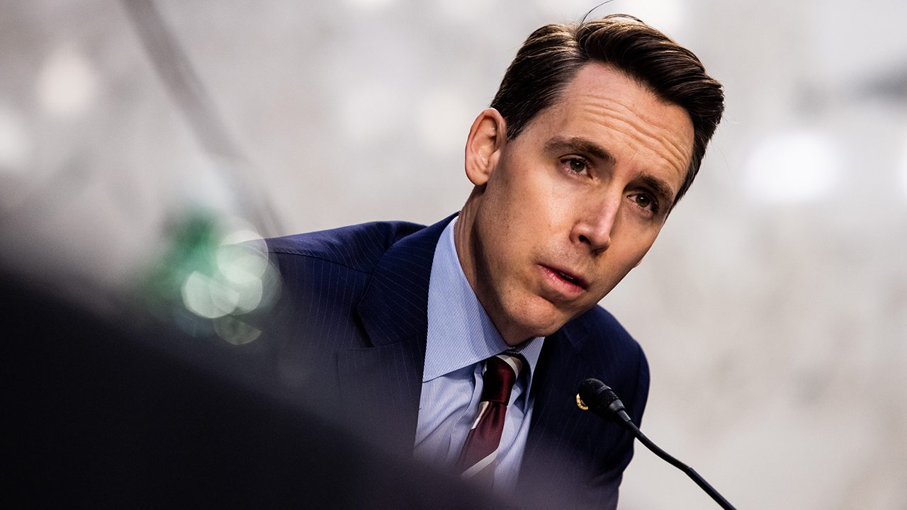 hawley-calls-for-ag-garland-to-resign-after-he-'mobilized-the-fbi-to-intimidate-parents-without-legal-basis'